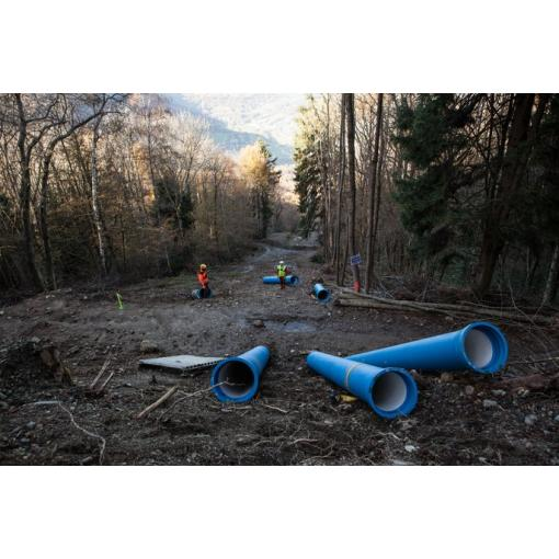 Steep incline pipelaying - ductile iron pipes - water - Saint-Gobain PAM